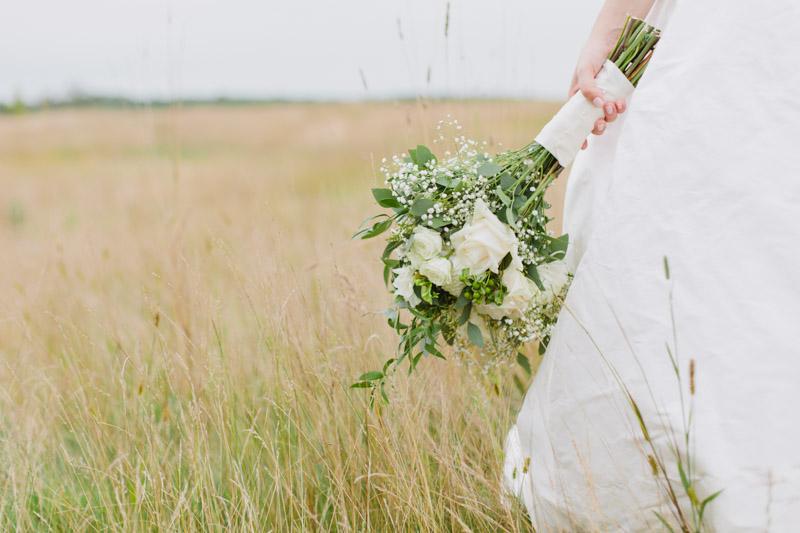 wild-fresh-flower-bouquet-wedding