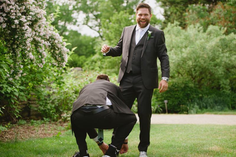 fun-candid-wedding-photos