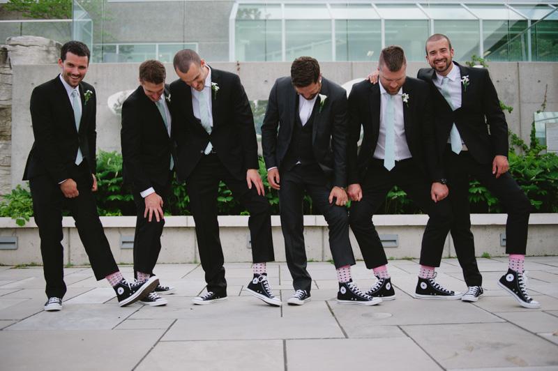 fun-candid-wedding-party-photos