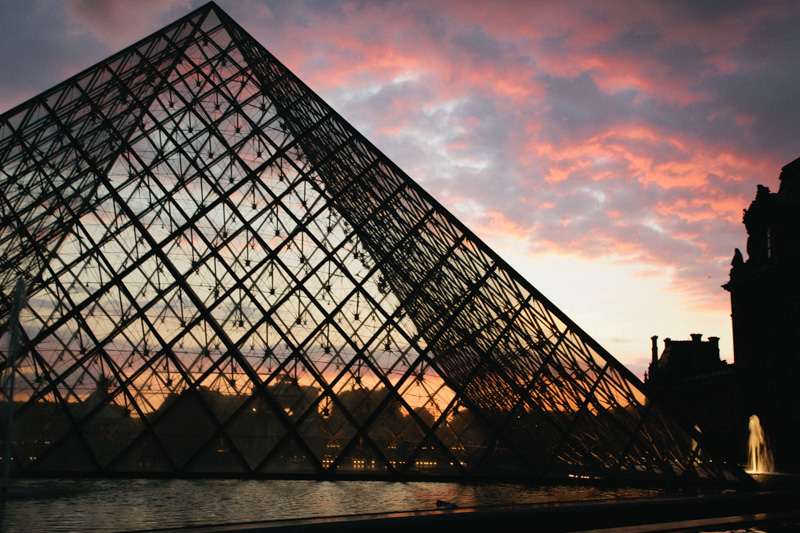 louvre-museum-sunset-crystal-pyramid-paris-travel-photos