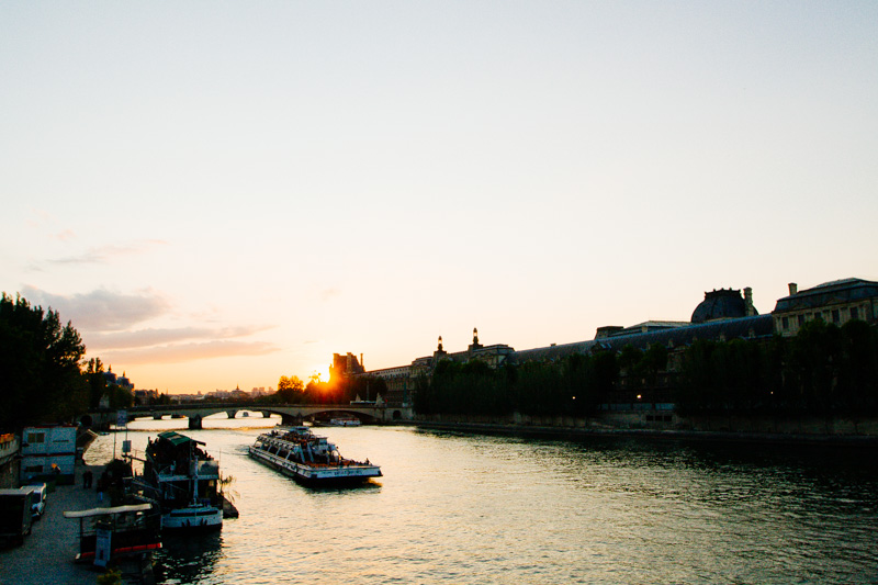 paris-travel-sunset-seine-pont-neuf-photos