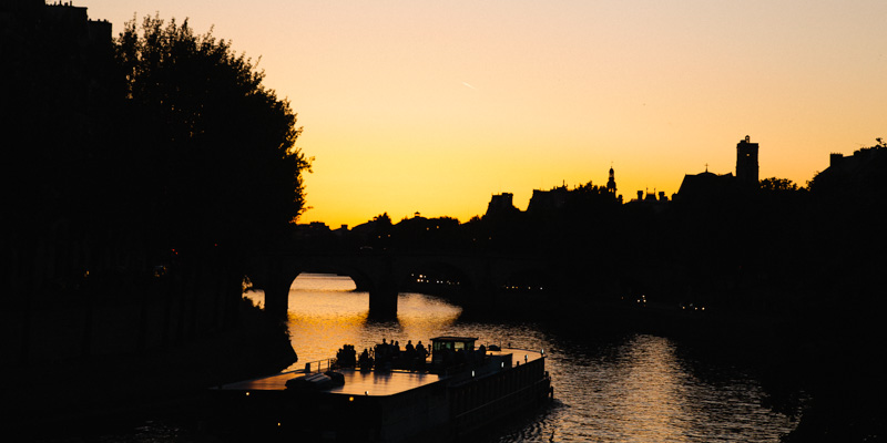 river-seine-evening-boat-cruise-dusk-paris