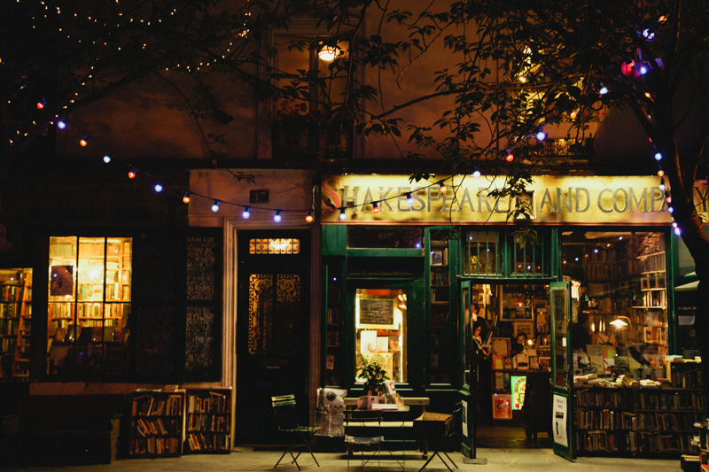 paris-shakespeare-and-company-bookstore-evening