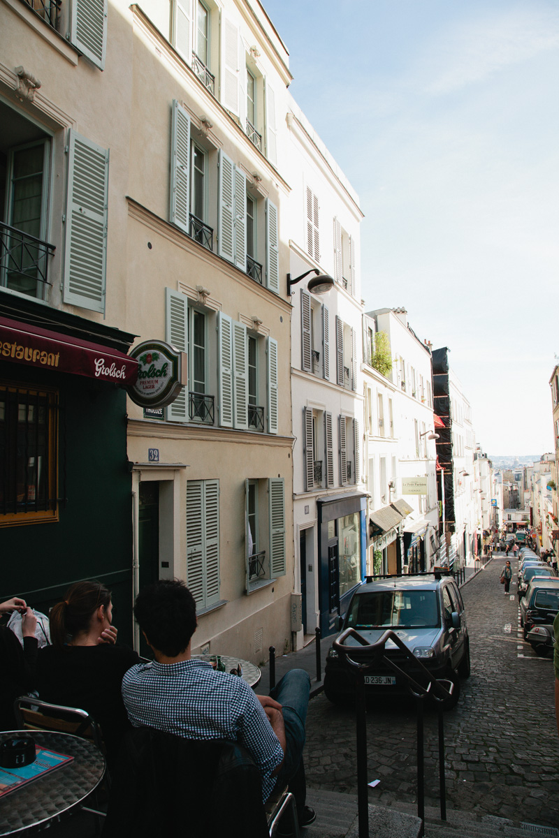 paris-montmartre-photos-montmartre-street-cafe