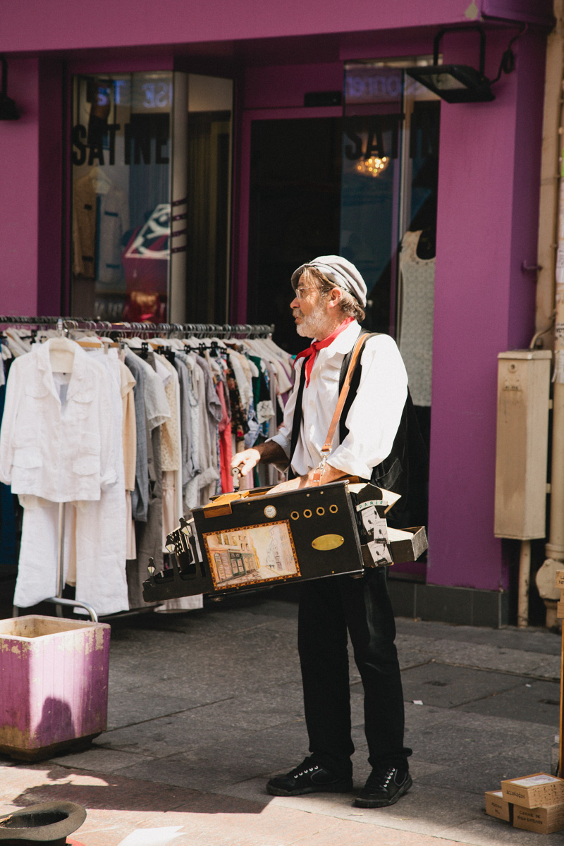 paris-travel-photos-rue-cler-market-street-performer