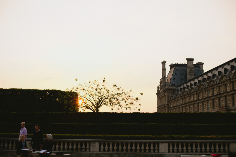 louvre-museum-courtyard--sunset-paris-travel-photos