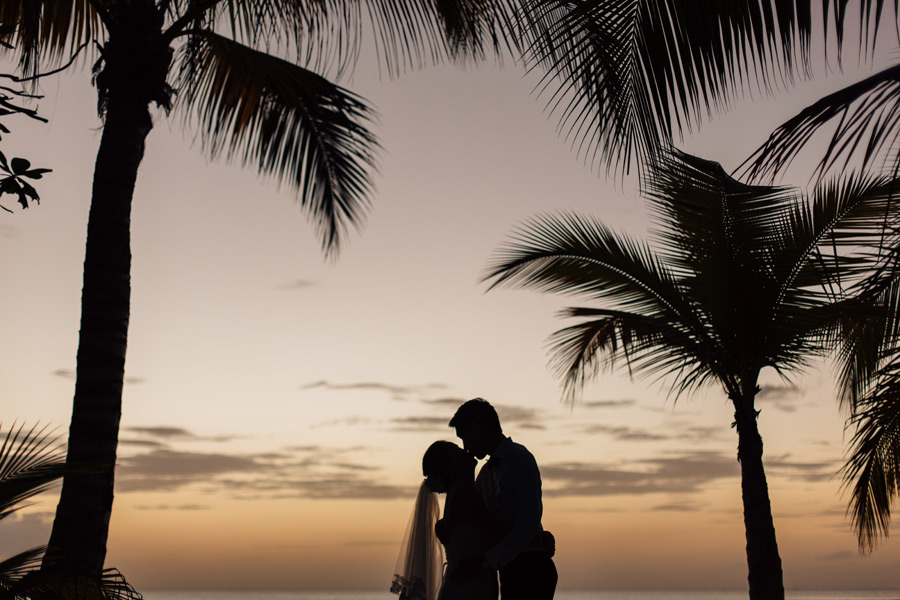 Beach wedding photos Negril Janice Yi Photography