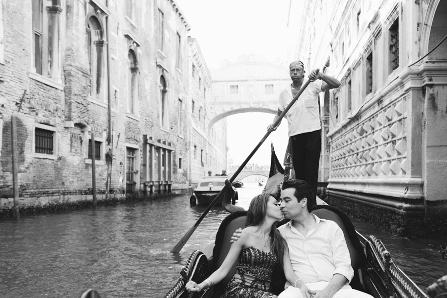Honeymoon pictures in Venice gondola