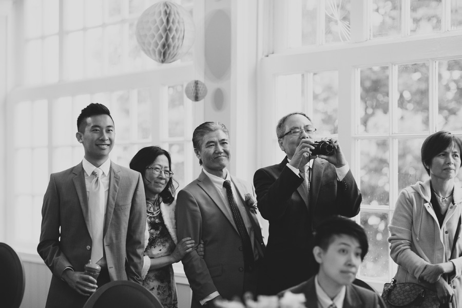 wedding pictures that capture emotion